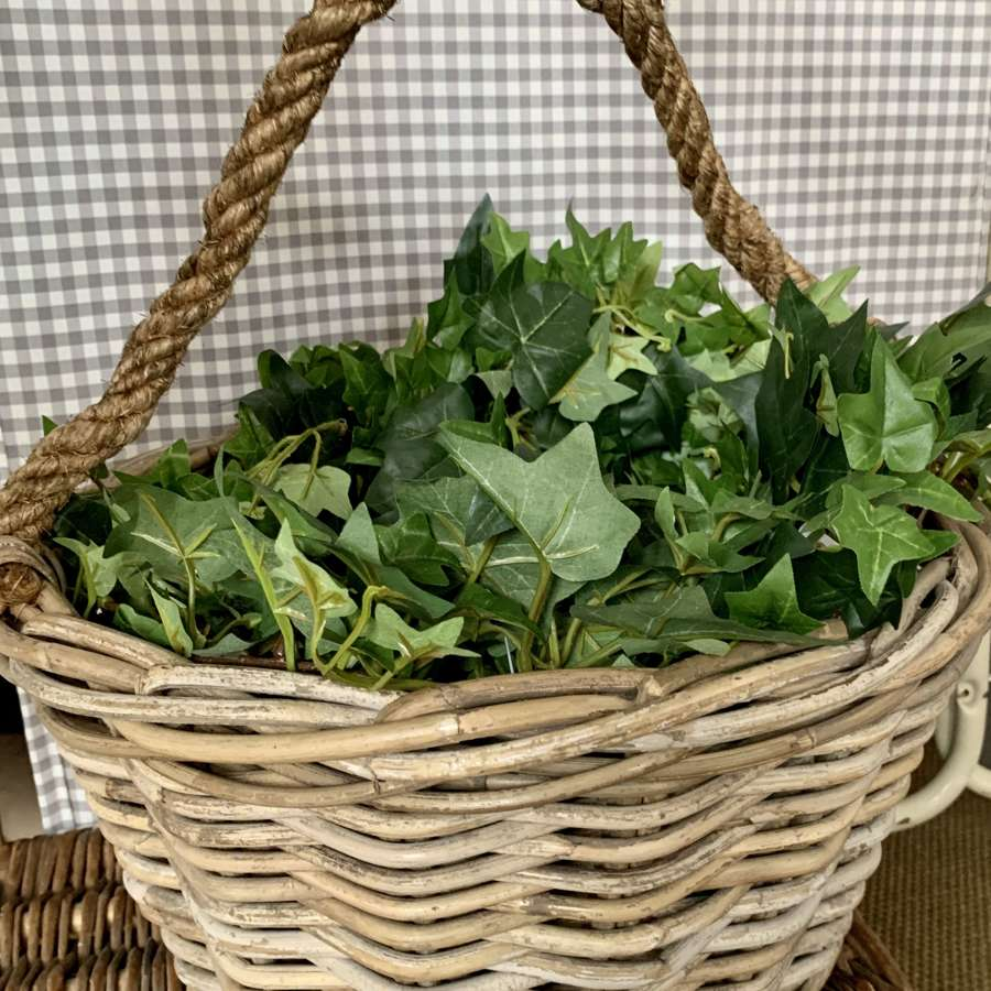 Basket with rope handle
