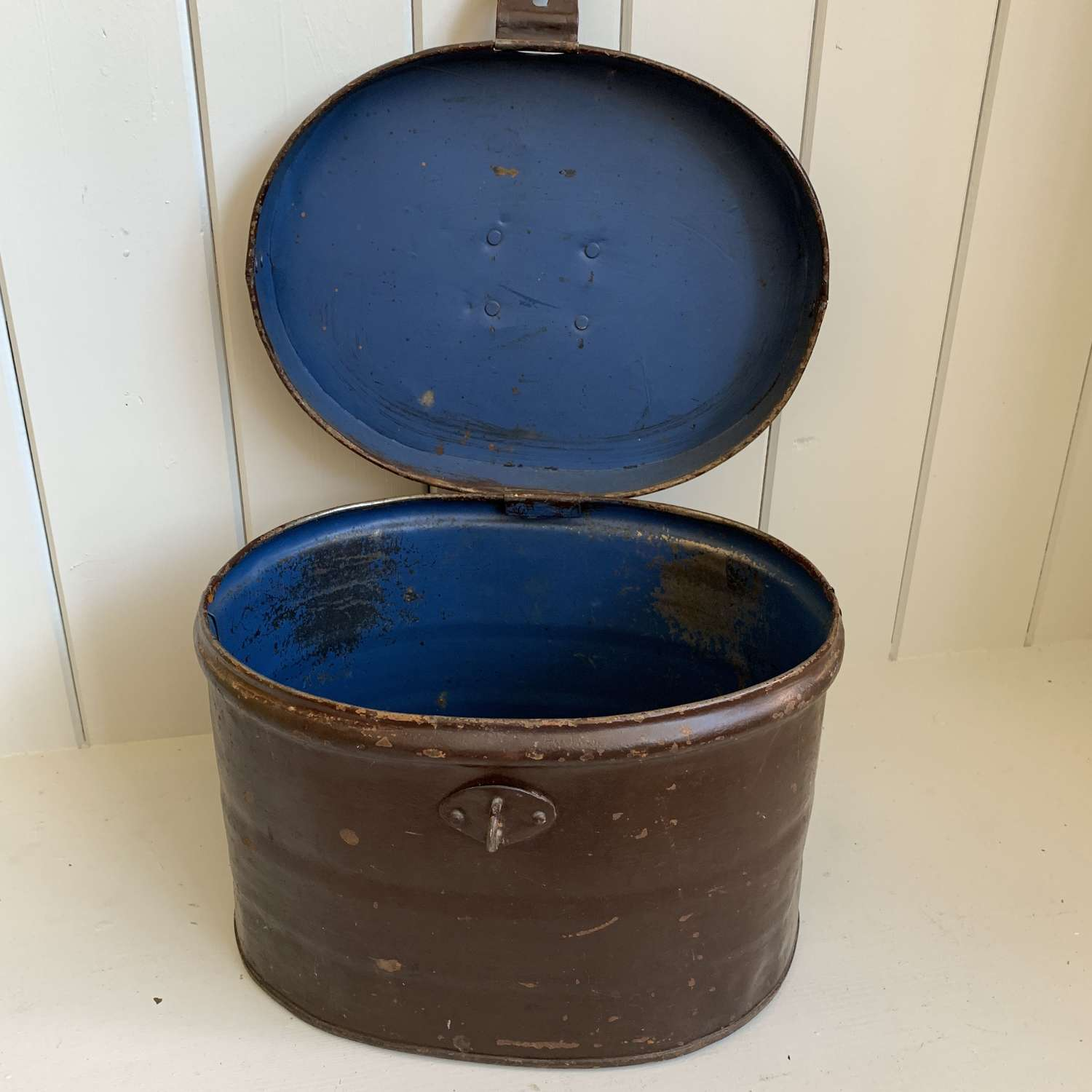Late Victorian hat tin with original paint