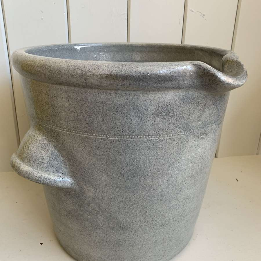 Heavy stoneware pot with pouring lip