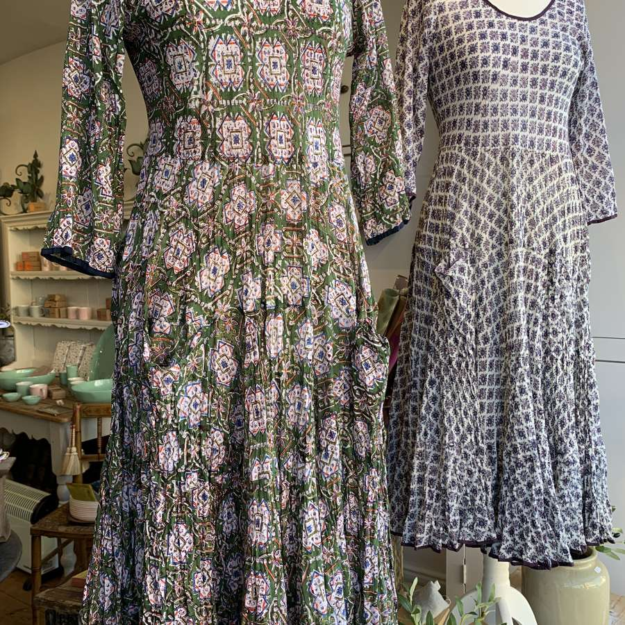 Green block print crinkly dress