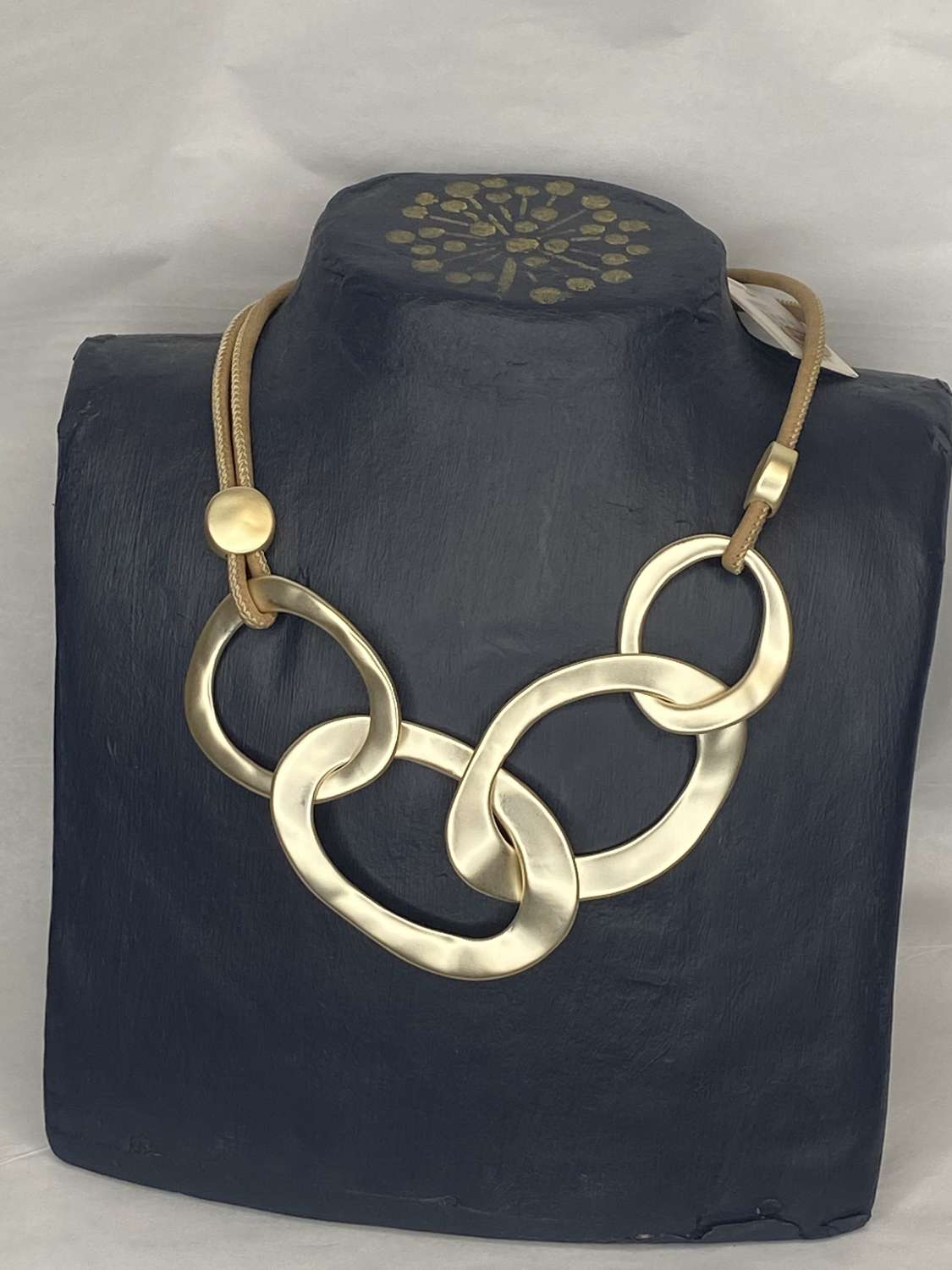 Envy chunky gold loop necklace